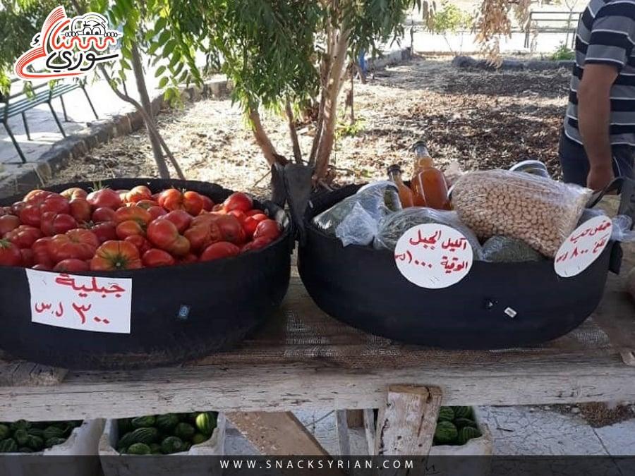 خضار وأعشاب وحبوب في السوق